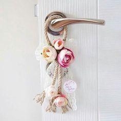 können es auch als Dekoration für das Hochzeitskonvo . Rope Crafts, Diy Home Crafts, Flower Crafts, Diy Home Decor, Arts And Crafts, Fabric Flowers, Paper Flowers, Diy Y Manualidades, Deco Floral