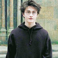 Daniel Radcliffe as Harry Potter Daniel Radcliffe Harry Potter, Harry James Potter, Images Harry Potter, Harry Potter Icons, Harry Potter Friends, Harry Potter Tumblr, Harry Potter Cast, Harry Potter Characters, Harry Potter Fandom