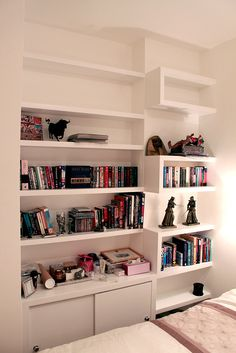 Fitted wardrobes examples in London, wardrobe interior design pictures, check our alcove units and bookshelves with cupboards and floating shelves Alcove Cupboards, Bedroom Cupboards, Interior Design Pictures, Interior Ideas, Wardrobe Interior Design, Loft Playroom, Contemporary Shelving, Floating Cabinets, Floating Bookshelves