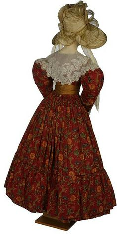 1830 extant gown, LOVE THE FABRIC!