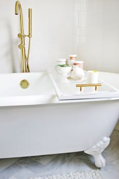 Lucite Bathtub Caddy DIY (click through for more!)