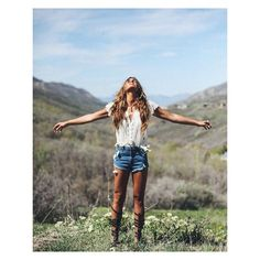 #Friday feelings✨ click the link in our profile to shop this look by @Tezzamb on #FPMe! #freepeople #fashion #weekend #wander
