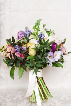 Gorgeous British wedding flowers by Bride and Bloom photographed by Greg at Highfields Photography (19)