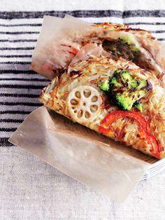 カリカリに焼き上げたポテトと玉ねぎは、やめられなくなるおいしさ。|『ELLE a table』はおしゃれで簡単なレシピが満載!