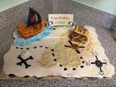 Pirate cupcake pull apart cake! Chocolate on one side and yellow on the other. Sand is vanilla Wafers and the treasure chest is rice crispies! Pull Apart Cupcake Cake, Pull Apart Cake, Cupcake Cakes, 3rd Birthday, Birthday Ideas, Birthday Parties, Pirate Theme, Pirate Party, Pirate Cupcake