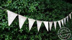 Het is zomer en dat moet gevierd worden! Maak eenvoudig zelf deze leuke vlaggenlijn. Kijk op www.101creaties.nl Caravan, Diys, Bricolage, Do It Yourself, Homemade, Motorhome, Diy