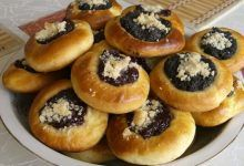 This kolacky dough recipe uses only three ingredients: cottage cheese, butter, and flour. There are no eggs or leavening agents in the dough. Polish Kolaczki Recipe, Kolaczki Cookies Recipe, Pastry Recipes, Cookie Recipes, Dessert Recipes, Czech Recipes, Slovak Recipes, Ukrainian Recipes, Biscuits