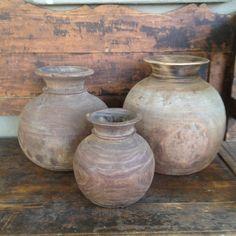 Oude houten bolbuik kruik nepal pot hout vergrijsd landelijk en doorleefd