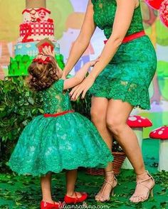 Anyone else green with envy? Mother Daughter Fashion, Mom Daughter, Mom And Baby Outfits, Kids Outfits, Mom Dress, Baby Dress, Fashion Kids, Little Girl Dresses, Girls Dresses