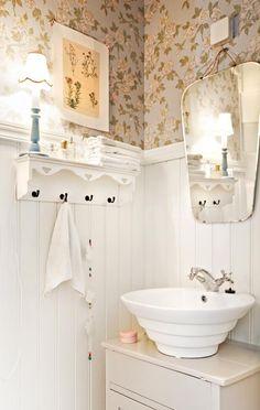 Vessa vanhoista tavaroista. Use old furniture in bathroom.   Unelmien Talo&Koti Kuva: Camilla Hynynen Toimittaja: Jaana Tapio