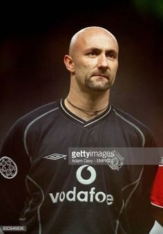 Manchester United 2000 Pictures and Photos Buffon Goalkeeper, Fabien Barthez, Man United, The Guardian, Manchester United, All Over The World, Legends, Soccer, The Unit