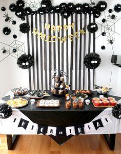 Halloween Backdrop, Easy Halloween Decorations, Cheap Halloween, Halloween Food For Party, Halloween Birthday, Halloween Party Decor, Halloween House, Holidays Halloween, Spooky Halloween