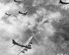 Bombarderos B-17F machacando Schweinfurt, Alemania, 17 de agosto de 1943