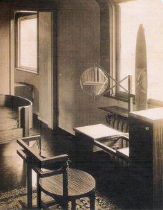 """Marcel Breuer: muebles para habitación femenina de la casa """"Am horn"""", formas constructivistas, 1923"""