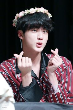 Kim seokjin looks so cute Seokjin, Kim Namjoon, Foto Bts, Bts Photo, Bts Jin, Jung Hoseok, K Pop, Sehun, Taehyung
