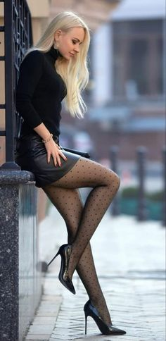 Beautiful Young Lady, Beautiful Girl Image, Beautiful Legs, Beautiful Outfits, Sexy Outfits, Sexy Dresses, Black Tights Outfit, Beauté Blonde, Looks Pinterest