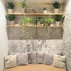 Tips to Design Your Own Meditation Space Learn the chic way to zen out.Learn the chic way to zen out. Meditation Corner, Meditation Rooms, Zen Meditation, Zen Home Decor, Cheap Home Decor, Jardin Zen Interior, Zen Office, Zen Interiors, Deco Zen