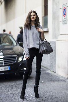 """Với một cô gái đam mê thời trang như nàng, thì chắc chắn trong tủ đồ, không thể không có những chiếc quần skinny black jeans (skinny jeans đen) thần thánh, đẹp bất chấp """"tất cả"""", đúng k…"""
