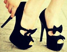 Cute black bow on pretty black heels Black Peep Toe Pumps, Black Heels, High Heels, Black Bows, Sexy Heels, Stilettos, Dream Shoes, Crazy Shoes, Me Too Shoes