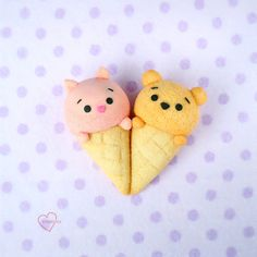Pooh and Piglet Chiffon cake pops, Ice cream chiffon cake pops, Pooh and Piglet Ice cream Chiffon Cake, Piglet Cake, Kawaii Dessert, Melting White Chocolate, Bear Party, Cute Desserts, Disney Food, Cookies And Cream, Cute Cakes