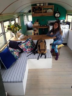Larger alternate view of the Buns & Breakfast bus with their old stove. Bus Living, Tiny House Living, Home And Living, School Bus Tiny House, School Buses, Bus Remodel, Converted Bus, Van Home, Bus Life