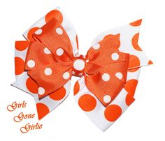 Halloween hair bow orange and white bow by GirlsGoneGirlie White Hair Bows, Ribbon Hair Bows, Halloween Hair Bows, Pinwheel Bow, Toddler Halloween, Pinwheels, Polka Dots, Hair Accessories, Orange