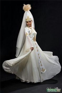 Kazakh wedding dress Traditional Wedding Attire, Costumes Around The World, Wedding Costumes, Folk Costume, Kazakhstan, Character Outfits, World Cultures, Most Beautiful Women, Bride