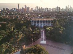 Tugu Petir setinggi 17 meter di mana Soekarno dulu membacakan teks proklamasi. Tempat yang dulu merupakan kediaman Bung Karno di Pegangsaan Timur 56 itu kini menjadi Monumen Proklamator Jakarta.