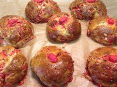Brioche aux pralines roses, Spezialität aus Lyon mit leckeren rosa Zuckermandeln