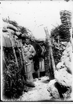 Une tranchée à La Grurie (La Harazée) [commune de Vienne-le-Château, Marne] : [photographie de presse] / [Agence Rol]