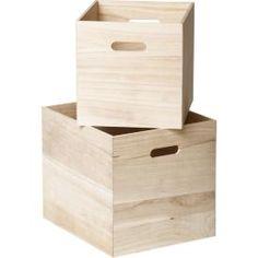 kasser fra åhlens, kunne hatt lekene til E i dem, og ha disse boksene i valje hyllen