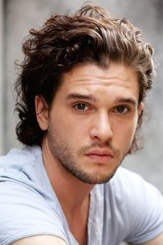 cheveux long homme look tendance coupe cheveux homme mode - Game of thrones - Curly Hair Men, Wavy Hair, Hair And Beard Styles, Curly Hair Styles, Boy Hairstyles, 1940s Hairstyles, Wedding Hairstyles, Grunge Hair, Long Curly