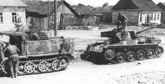 Soldiers of the Army of the Red Army are preparing to tow a captured Hungarian tank Toldi II . Luftwaffe, Armoured Personnel Carrier, Tank Armor, Tank Destroyer, Ww2 Photos, Ww2 Tanks, Red Army, Panzer, Armored Vehicles