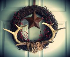 Homemade Wreaths by TaylorsHumidors on Etsy Country Decor, Rustic Decor, Crafts To Do, Diy Crafts, Antler Wreath, Antler Crafts, Homemade Wreaths, Diy Wreath, Wreath Ideas