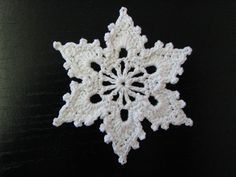 Ravelry: Bells, Flakes, and Tree Skirt Edging: Snowflake C by Patons..free pattern!