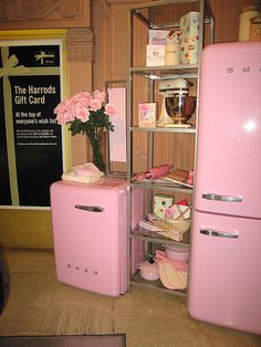 Pink Kitchen Appliances wow that is different