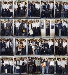 Commuters crowd into Tokyo's weekday morning trains. Montage Photography, Movement Photography, Photography Themes, Street Photography, Crowd Drawing, Michael Wolf, Tokyo Subway, U Bahn, Rush Hour