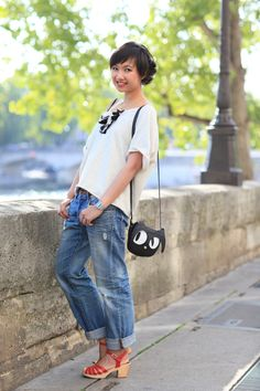 boyfriend jeans, boxy tee, swedish has-beens. cute purse!