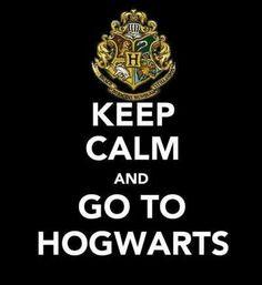 Keep Calm and go to Hogwarts (um, GET EXCITED and go to Hogwarts!) Orr freak out When you go to Hogwarts. Harry Potter World, Memes Do Harry Potter, Objet Harry Potter, Magia Harry Potter, Classe Harry Potter, Mundo Harry Potter, Wallpaper Harry Potter, Keep Calm Quotes, Mischief Managed