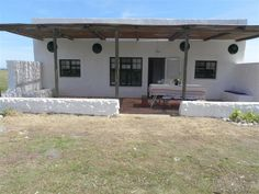 Rietfontein Cottage accommodation near Arniston (Waenhuiskrans), Western Cape. Lying from Arniston and from Bredasdorp, this working farm is a pretty picture of rolling Overberg countryside, with associated big views typical of the area.