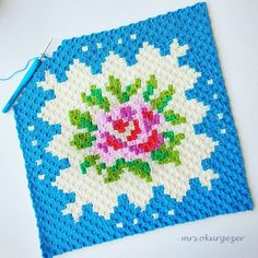 This Pin was discovered by Nev Diy Crochet Pillow, C2c Crochet, Crochet Chart, Crochet Squares, Crochet Baby, Cath Kidston Crochet, Crochet Designs, Crochet Patterns, Corner To Corner Crochet Pattern