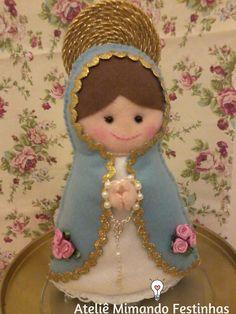 Mais uma santinha... ;) Christmas Sewing, Christmas Knitting, Felt Christmas, Christmas Crafts, Christmas Ornaments, Felt Crafts, Diy And Crafts, Arts And Crafts, Angel Ornaments