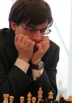 Photo Zaoquin Peng : Maxime Vachier-Lagrave (ronde 5 Tata Steel) Jouer aux échecs cela peut ronger les ongles.
