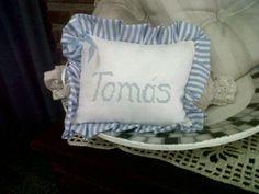 Almohadon bordado en punto cruz
