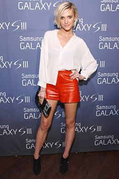 After her divorce from Pete Wentz, Ashlee Simpson really started sexing up her red carpet looks. She hosted a Samsung Galaxy S III event in these burnt orange high-waisted leather shorts. RELATED: Celebs who had breakup makeovers Ashlee Simpson, Loose Shorts, High Waisted Shorts, Short Shorts, Latex, Sheer White Blouse, White Blouses, Leather Shorts, Leather Outfits