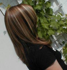 Braune und blonde Strähnen