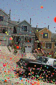 A 2005 advertisement for the Sony Bravia TV dumped thousands of superballs down a San Francisco hill
