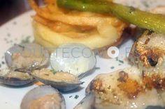 Rape a la plancha con almejas, espárragos trigueros y timbal de patatas   Restaurante Rincón de Burgos en Sada, A Coruña