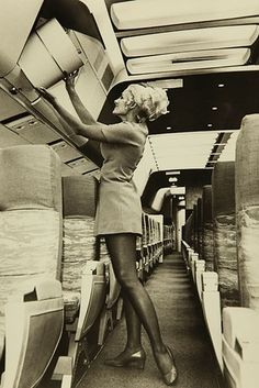 24 Pictures Show The Glamorous Styles Of 1960s Flight Attendants