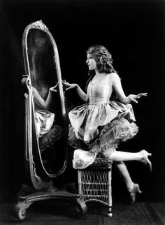Olive Thomas, apparently. No idea, i just like the photo
